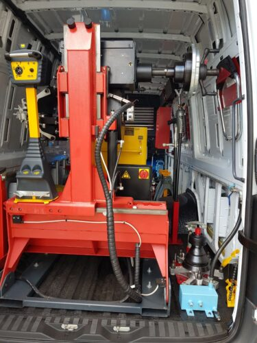 Mobile Truck tyre fitting machine